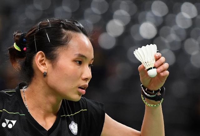 羽球球后戴資穎打球打到腳流血還會被懲處,從「贊助『傷』」就能看到台灣體壇有多黑了!