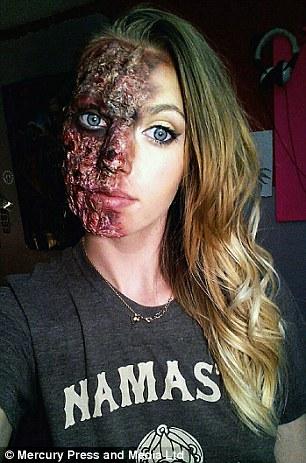 她過去被學校老師酸「化妝誰都會所以不能靠它吃飯」,現在老師的臉已經腫到需要她的超變態化妝技巧來還原了!