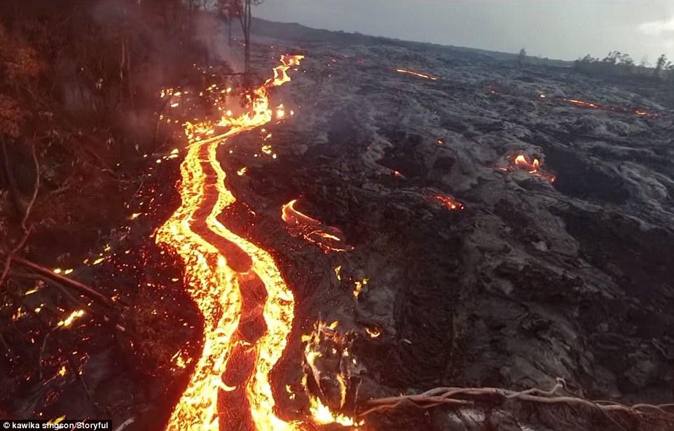 攝影師空拍夏威夷最活躍的活火山,沒想到「火山居然超上鏡的露出可愛表情」!