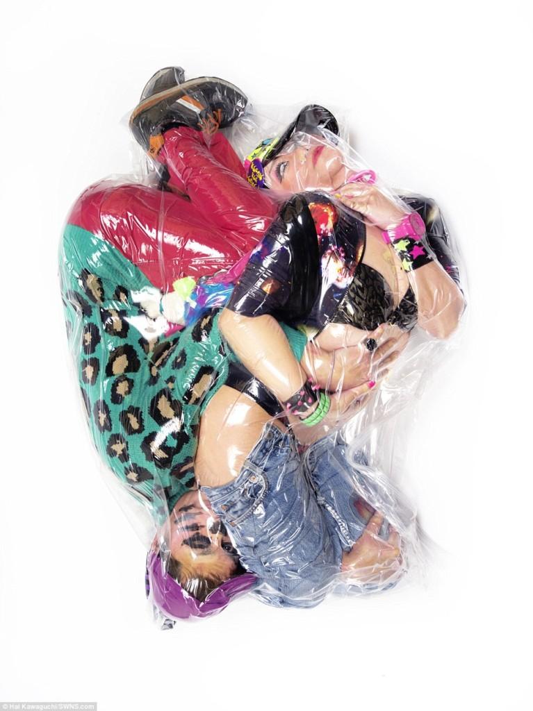 日本情侶冒死也要把自己「裝進真空袋」裡,背後的意義就是真愛!
