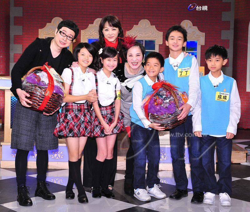 網友問到當年《百萬小學堂》神童們的近況才驚叫「天啊!怎麼大學了?!」西瓜變得好可愛!