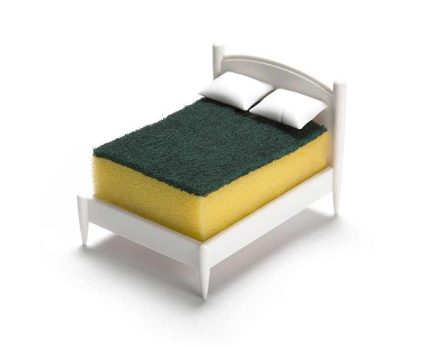 每次看到菜瓜布孤單的在廚房裡都覺得很悲傷,但這個「「給菜瓜布睡的床」會讓你的廚房瘋狂大升級!(內有購買連結)