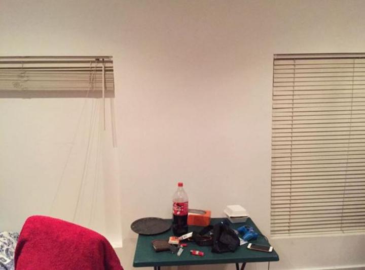 男子與室友開心的搬進了高級房子,但當他試著開窗時才發現有很重要的東西不見了...