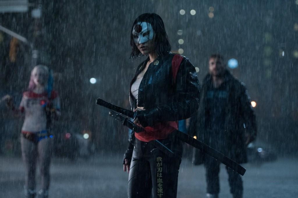 我一直以為《自殺突擊隊》裡最正的是小丑女,但看到武士卡蒂娜「把面具拿下來」我才知道什麼叫戀愛!