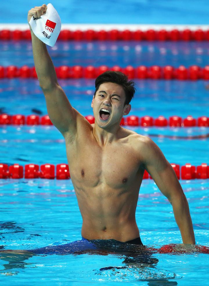 14張照片證明奧運男子游泳比賽「其實對女生來說比色色片還要新鮮刺激」啊!日本那位也太帥了吧?