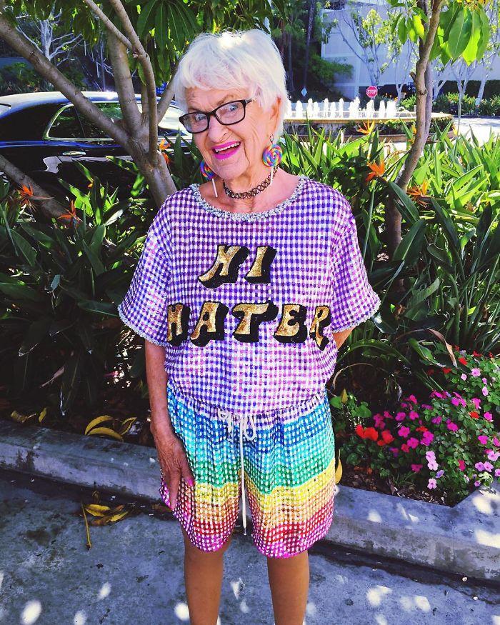 還記得那位86歲但還超愛跑趴的酷阿嬤嗎?她剛剛過88歲生日,她現在的可愛模樣會讓你知道自己有多麼不懂人生!