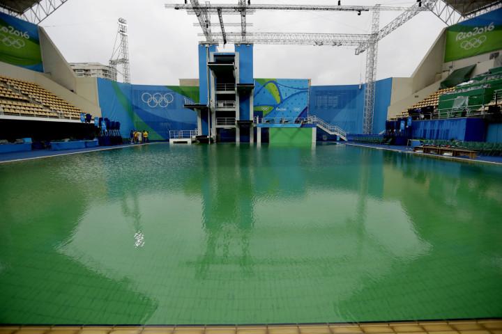 之前的說法都是錯的!奧運官方終於坦承「泳池一天內從清澈變濁綠色」的真正原因!太噁心了...