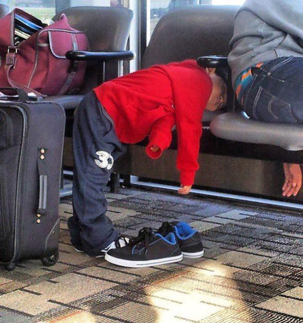 40個已經被混蛋大人搞得太累「直接走到哪最到哪」的睡倒小朋友。