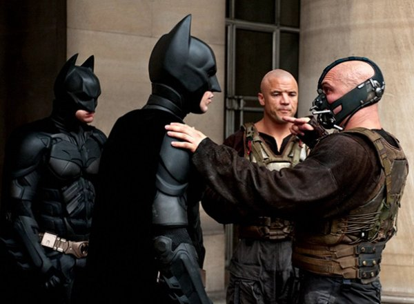 Christian Bale, Tom Hardy, And Their Stunt Doubles On The Set Of The Dark Knight Rises