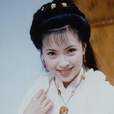 1995年經典電視劇《神雕俠侶》裡面的「郭芙」,現在「恐怖整形的模樣」已經嚇到很多網友了!