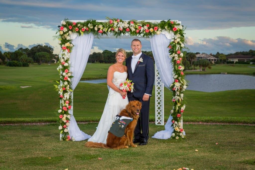 狗狗陪斷腿軍人走過低潮最後更成為伴郎,聽到狗狗幫忙求婚的夢幻過程已經讓很多人都想重新求婚了!