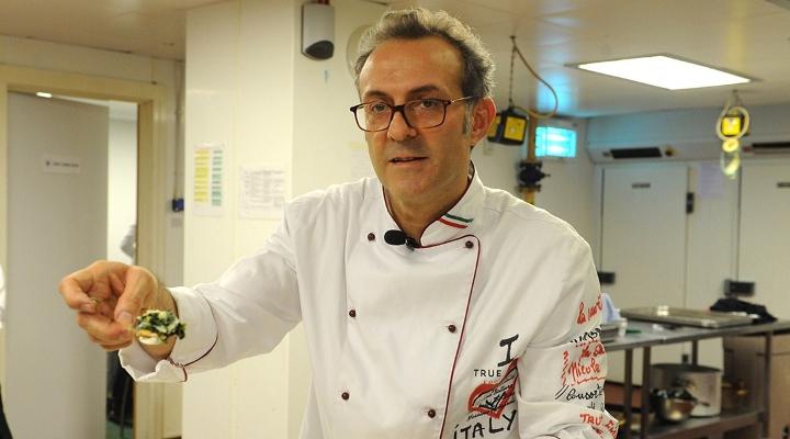 奧運期間選手們浪費太多食物了,因此米其林3星的廚師就決定把剩菜做成頂級餐點給流浪漢吃!
