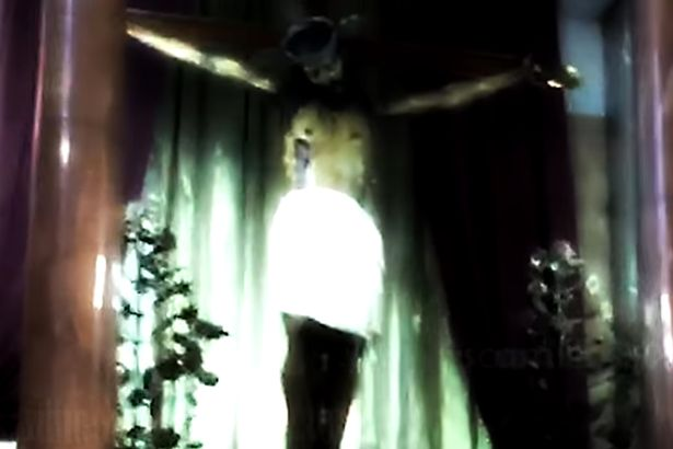 Jesus-Statue-opens-eyes