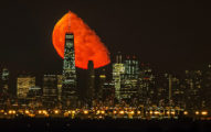 這就是百年難得一見的「血月」天文奇景!在這城市從這角度拍才能拍到「完全沒有修圖」的震撼景象!