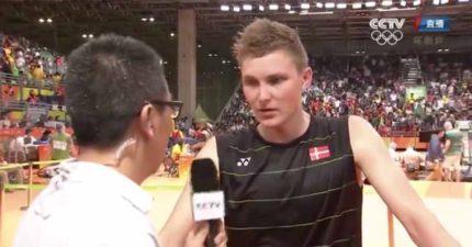 丹麥羽毛球奧運選手接受中國記者訪問時,一開口說話所有人就不想要看字幕了!
