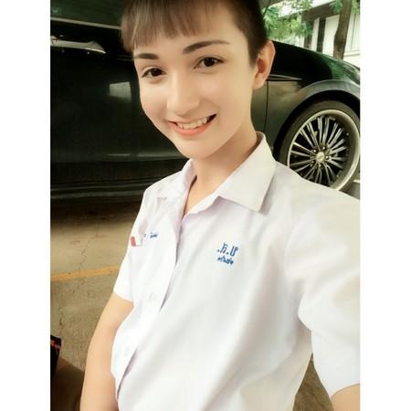 這名跟洋娃娃一樣的「泰國女學生」,但看到女裝模樣男生都已經不在乎他是男是女了!