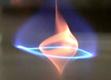 科學家發現了這種「新型火焰」不但外型超酷,它的「超環保特質」將可以大幅降低空氣污染!