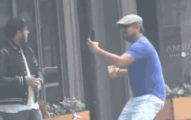 李奧納多假裝是瘋狂粉絲拿著手機衝向好友喬納希爾,演技強到讓好友驚嚇到差點報警了...