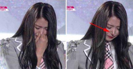 韓國女團成員在節目上哭泣時捏了一下鼻子,結果鼻子就壞掉了...
