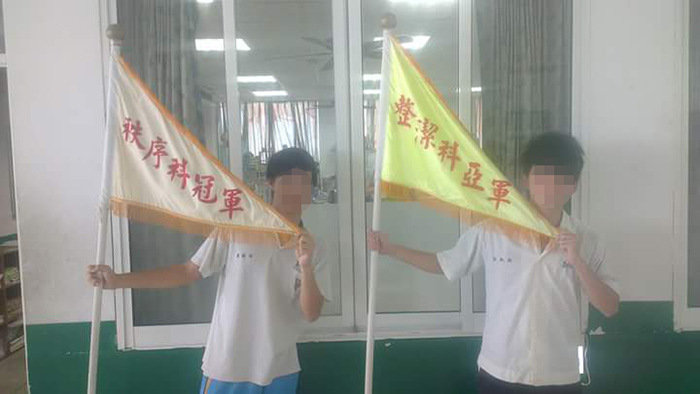 10張「讓所有台灣人哭著看完」的校園班級榮譽競賽獎牌,得到#5老師還會請全班喝飲料啊!