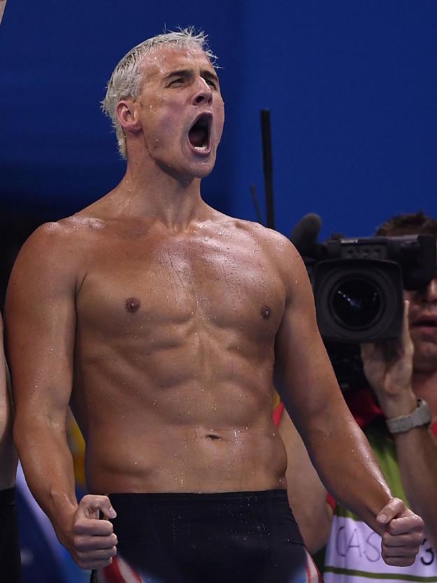 奧運金牌得主美國游泳選手「被隊友爆被人搶劫是撒謊的」,看「監視錄影畫面」才發現他們闖大禍了!