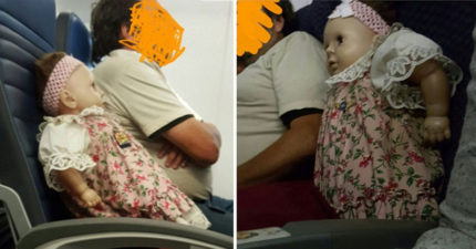 她搭飛機時遇到「旁邊的人幫鬼娃娃買了機票和位子」快把她嚇死了,更恐怖的是轉機後發現它繼續跟著她..