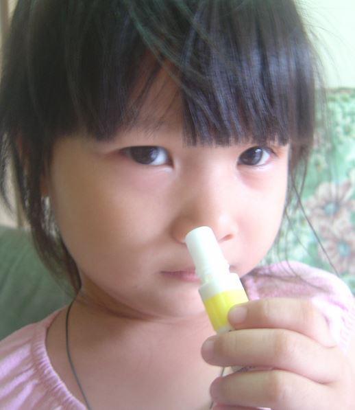 那種涼涼的薄荷鼻用吸劑吸起來很提神很爽,但這種人千萬不要用!