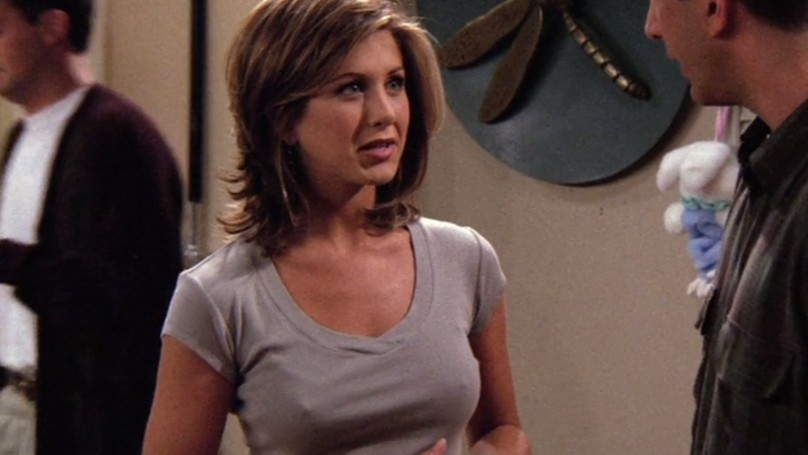 珍妮佛安妮斯頓在《六人行》為何胸前「總是異軍突起」?有專家找出了答案...