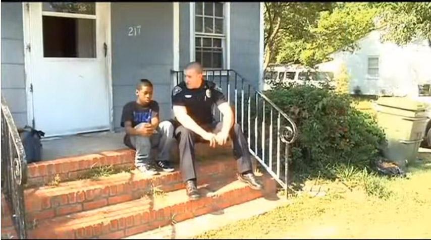 13歲少年報警說想要離家出走,警察一過來男孩就立刻給他看他的房間。