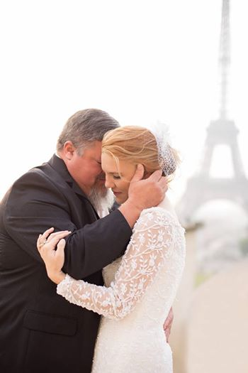 爸爸跟女兒跳完婚禮上的父女之舞後,「才幾分鐘後就離世」了...