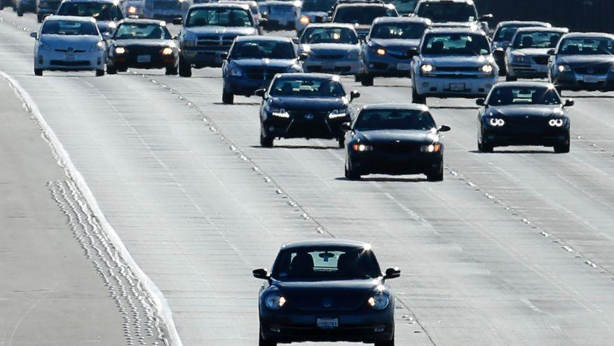 交通部最新發佈將開始強制汽機車「在白天時也要開車燈」,你還有這麼多時間準備!