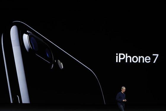 專家透露明年iPhone 8將會有的「5大顛覆傳統規格」!但看到螢幕想說買三星好了...