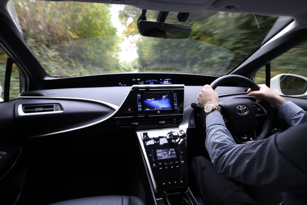 Toyota新推出「用大便發動」的這台再生能源便便車,以後便秘就開不了車了 (誤)!