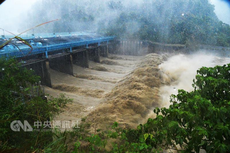 梅姬颱風來襲,台北市即將在27號下午4點從1樓開始「陸續停水」!