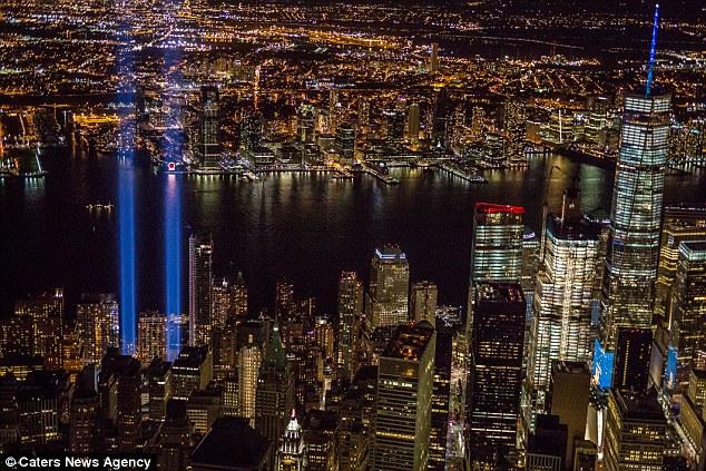 攝影師在拍911紀念燈的時候驚覺天上有個不明物體,照片放大後網友們都說「是天使!」
