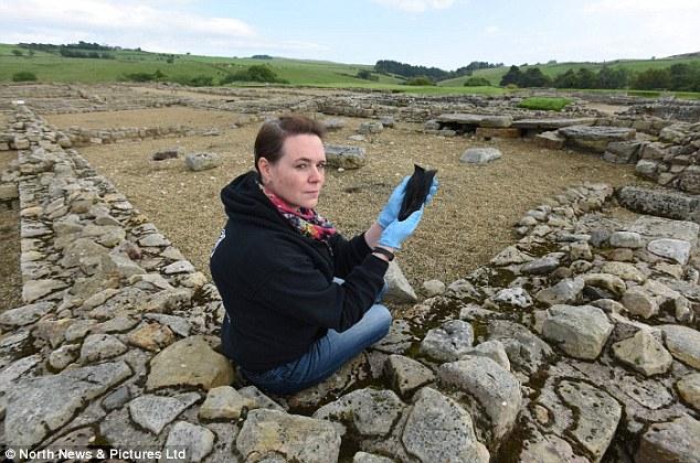 考古學家在羅馬遺址中「挖到這雙2000年前的愛迪達足球鞋」,而且它的材質跟細工可能還比愛迪達更厲害!