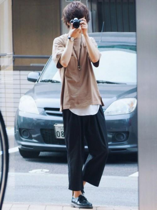 這位「總是遮住臉」的時尚穿搭型男神秘到讓人覺得一定很帥,搜出廬山真面目後網友崩潰表示:「只有頭髮而已」!
