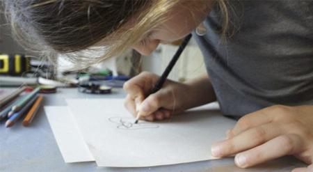 被忽略的孩子隨手塗鴉,爸媽善用機會讓回憶變成最有價值的「獨特紀念品」!
