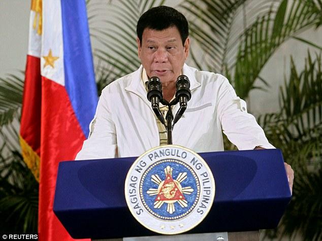 菲律賓總統杜特蒂用當地語言罵歐巴馬「婊X養的」以為沒人聽懂,但半天後他就後悔欲哭無淚了...