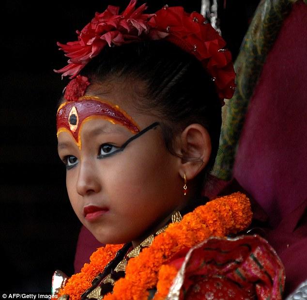7歲女童因擁有「32種女神特徵」受全國膜拜 背後「悲劇下場」太可憐!