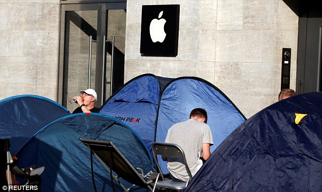 iPhone 7上市倒數5天店門外就出現「有人已經移民定居下來了」,看到「代排隊價目表」我覺得果粉太瘋狂了!
