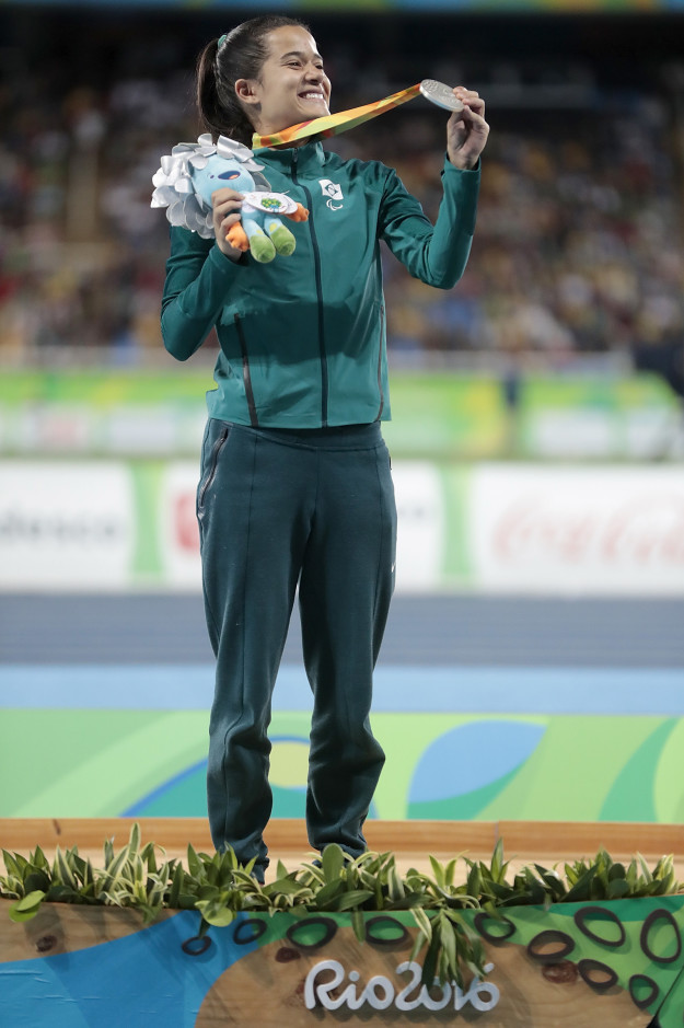 這就是為什麼「殘奧選手得獎後都把獎牌拿到耳邊搖一搖」,發出的聲音超感人!