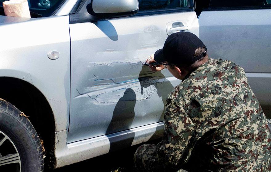 俄羅斯男子車被撞之後沒有拿去修,反而把它變成了連藍寶堅尼看了都會嫉妒的「超帥跑車」!