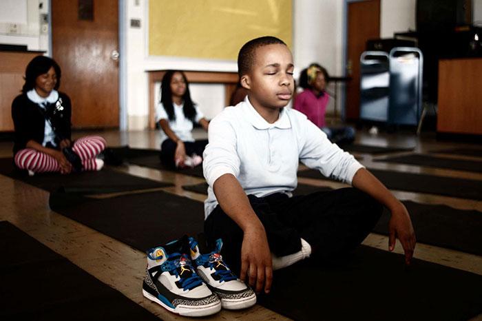 美國小學首創「冥想打坐法」管教不聽話學生,效果好到台灣學校也應該跟著做!
