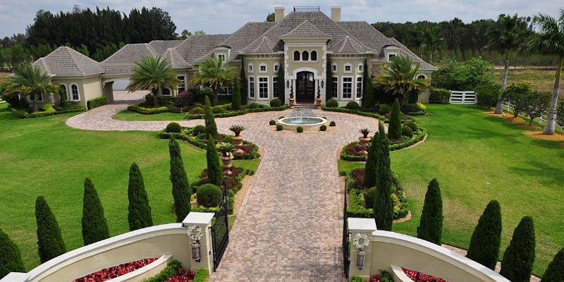 Among those homes is this5-bedroom, 7-bath mansion in Southwest Ranches, Florida he bought in 2012 for $3.4 million. He sold it a year later for $3 million.
