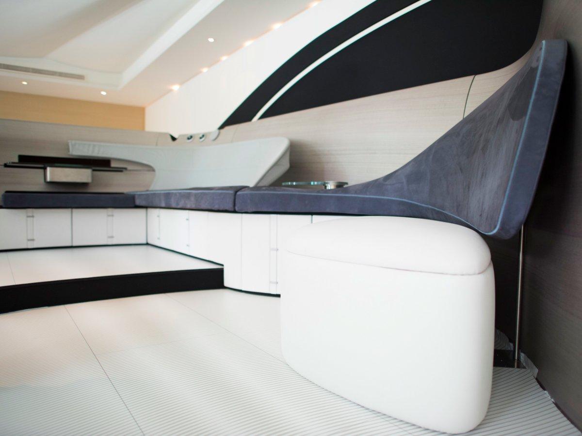 賓士投入遊艇界打造「全球限定10艘」頂級私人遊艇。完美內裝讓5300萬感覺物超所值!