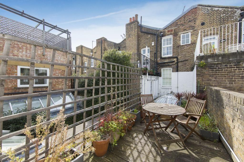 全倫敦市區「最窄」只有2.13米寬的15坪房子,看到裡面2間房間2間衛浴跟一個庭院5300萬一點都不貴!