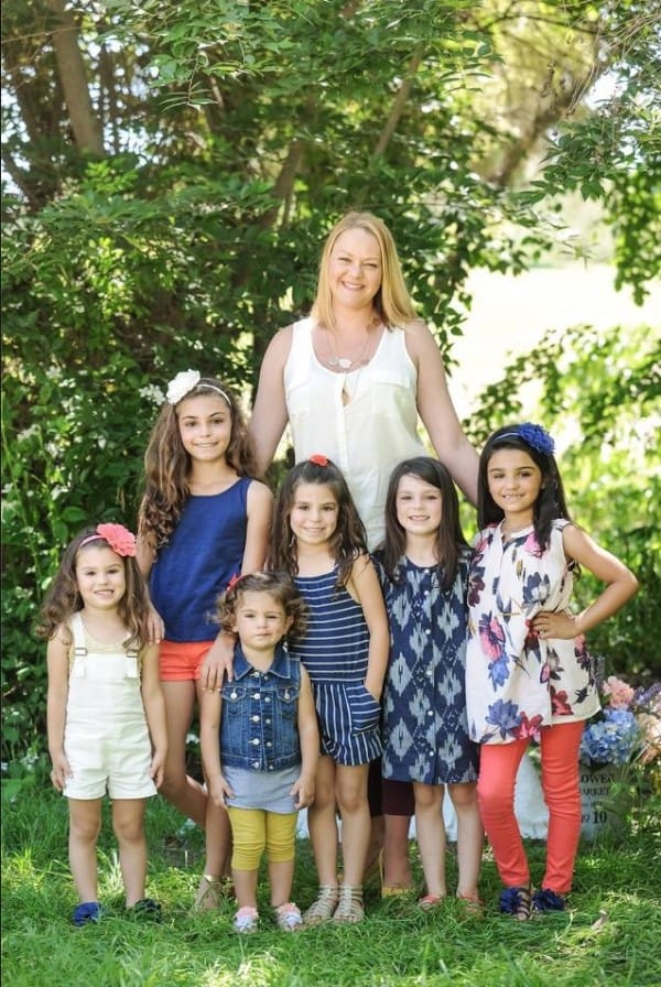 6位小姊妹「因為媽媽養不起只能送人」被迫面臨分離,這名女子不忍心拆散「拼命一次領養6隻」!