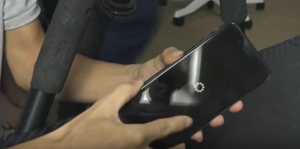 網友拆爆iPhone 7讓網友超心痛,但一直說想要留住3.5mm耳機孔的人都閉嘴了!