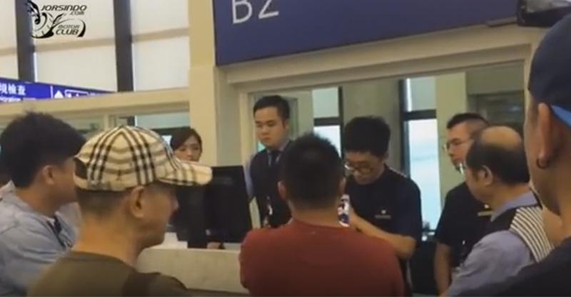 因颱風班機被取消遊客湧上櫃檯狂嗆「不要怪颱風」,最後連火山爆發都是地勤的錯...